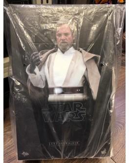 Hot Toys MMS390 Star Wars The Force Awakens Luke Skywalker (Flea Market)