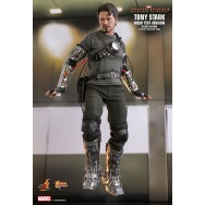 Hot Toys MMS582 1/6 Scale TONY STARK (MECH TEST VERSION) (DELUXE VERSION)